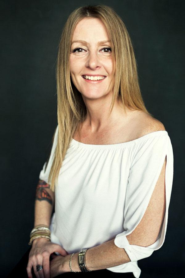Coiffure Distinctive - Julie une de nos stylistes coiffeuse