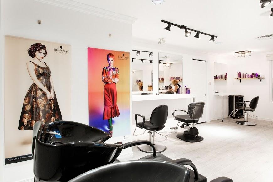 Salon Coiffure Distinctive Beauport vue de l'intérieur et des chaises
