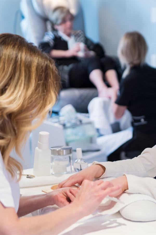Salon Coiffure Distinctive - Nos services de manucure à Québec