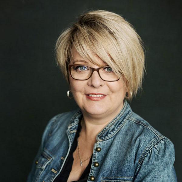 Coiffure Distinctive - Diane une de nos stylistes coiffeuse