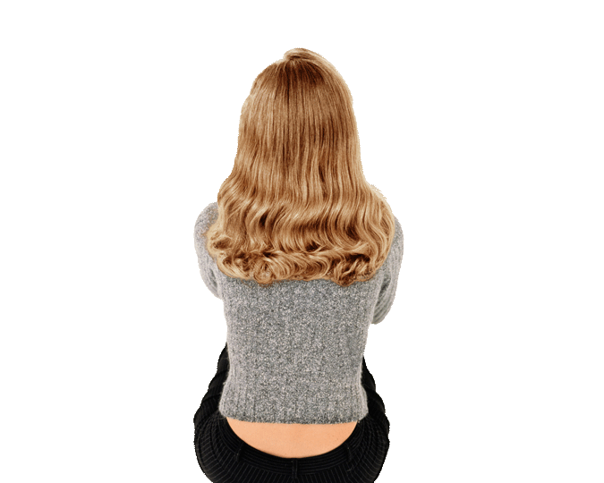 Femme avec un balayage blond
