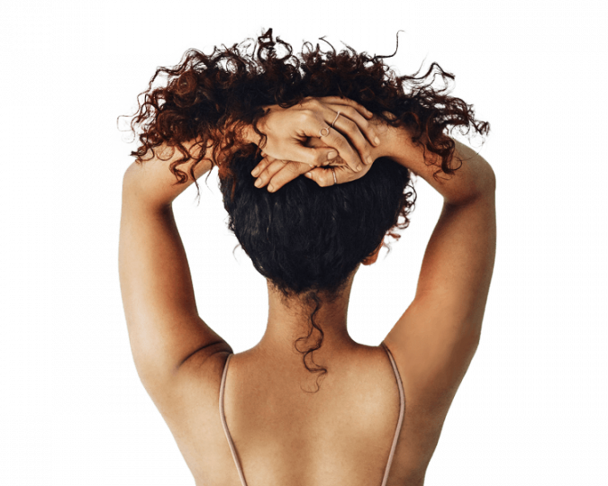 Soins esthétiques pose d'ongles pour une femme